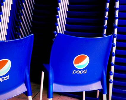 pepsi sandalye